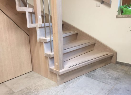 Zusammen mit unseren Partnern gestalten wir Treppen aus Holz genau nach Ihren Wünschen in verschiedensten Formen und Konstruktionen. Von modern bis klassisch sind keine Grenzen gesetzt