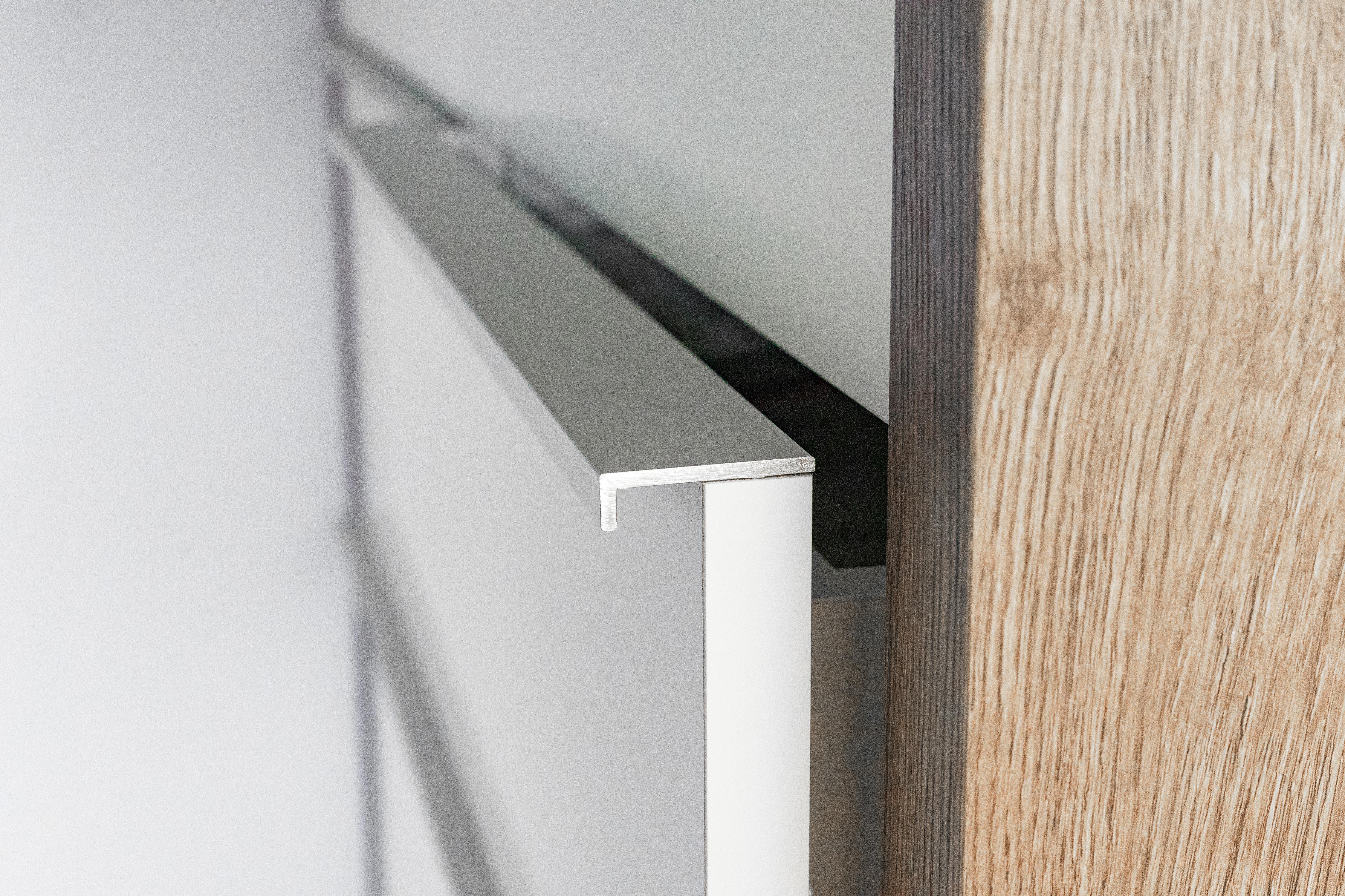 Bei uns erhalten Sie ganz individuelle Möbel perfekt auf Ihre Bedürfnisse angepasst. Ob Kleiderschränke, Tische oder Sideboards. Wir lassen keine Wünsche offen